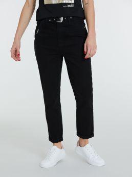 Jeans mom-fit con cintura