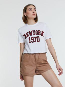T-shirt corta con scritta