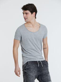 T-Shirt collo ampio taglio vivo