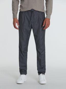 Pantaloni taglio classico con elastico