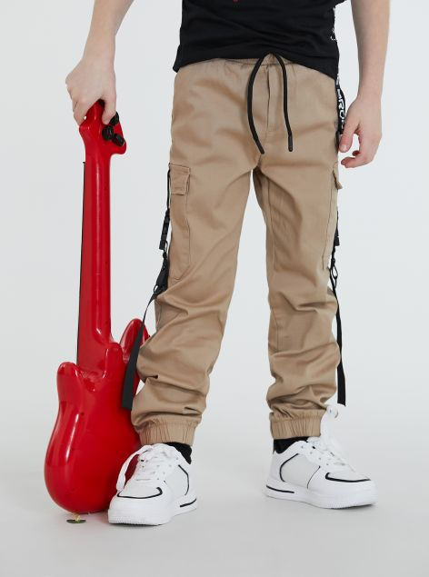 Pantaloni cargo con banda laterale