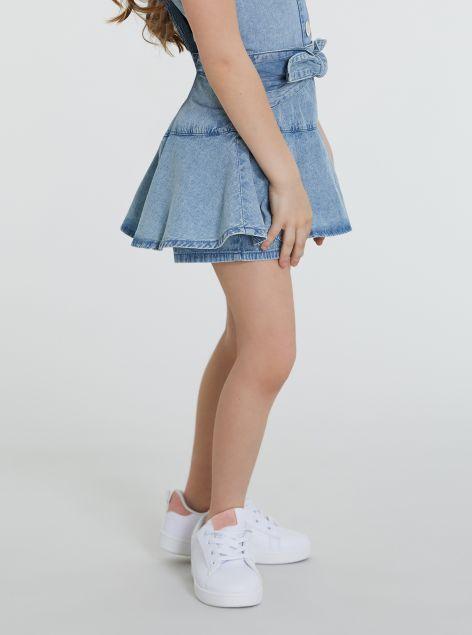 Shorts con volant