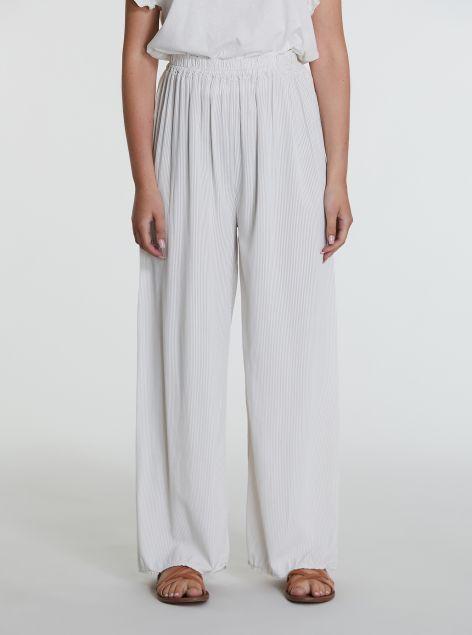 Pantaloni con righe sottili