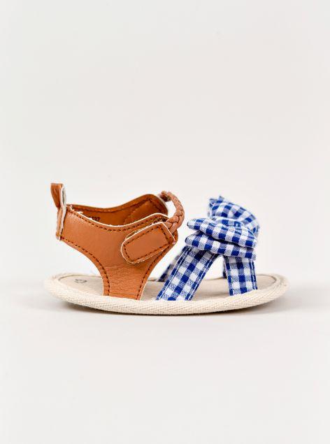 Sandaletti con strappo