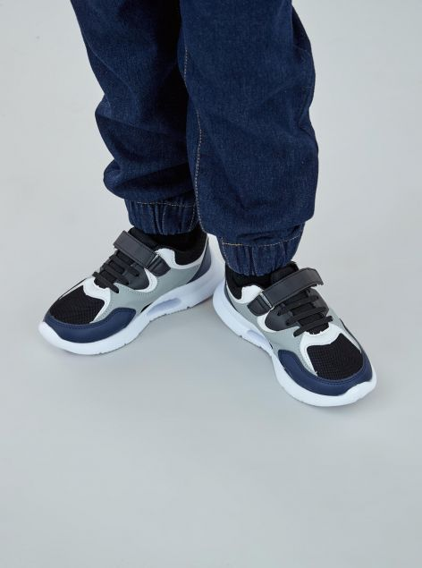 Sneakers chiusura a strappo e lacci