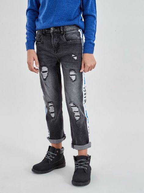 Jeans con bande e strappi