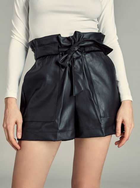 Shorts in ecopelle