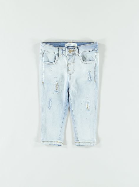 Jeans con strappi e strass
