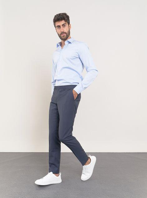 Pantaloni taglio classico con tasche a filo