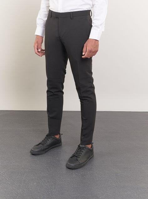 Pantaloni modello classico con tasche a filo
