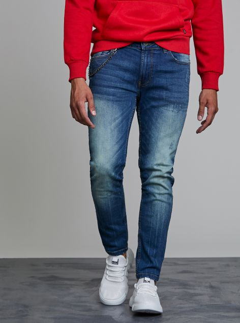 Jeans con catena applicata