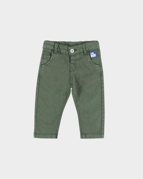 Pantaloni con toppa