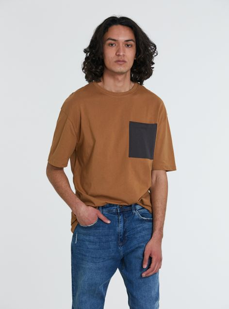 T-Shirt over-size con taschino