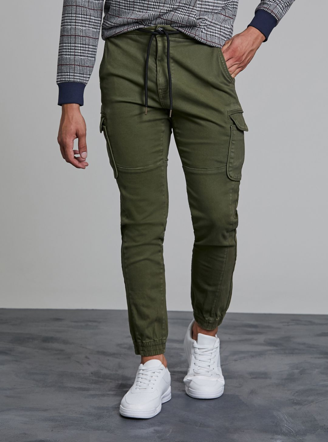 Pantaloni con tasconi