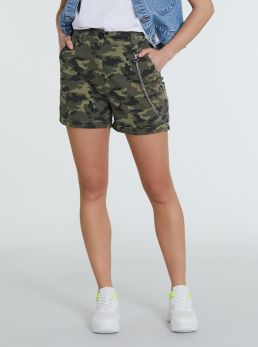 Short mimetico con catena